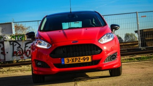 ford fiesta autotest ford fiesta red edition boordevol plezier. Black Bedroom Furniture Sets. Home Design Ideas