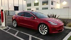 https://www.autovandaag.nl/Autovandaag/assets/media/medium/Tesla-haalt-productiedoelstelling-met-Mol-3-5b5e0463e8206.jpg