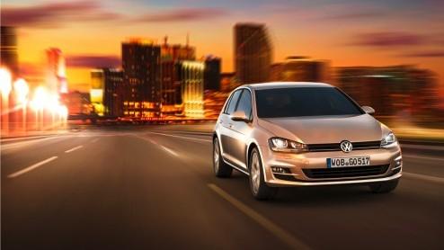 De langverwachte nieuwe Golf is een feit! Volkswagen heeft de zevende generatie zojuist in Berlijn wereldkundig gemaakt. Helemaal opnieuw opgebouwd, nog zuiniger en volgende maand bestelbaar.