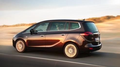 Kijk, now we are talking! Opel introduceert een nieuwe 1.6 CDTI dieselmotor met 135 pk. De Zafira Tourer is als eerste aan de beurt om er mee de weg op te gaan. Met een verbruik van 4.1 l/100km en sle