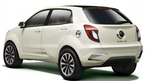 SsangYong borduurt voort op de nieuwe, recent ge�ntroduceerde Korando. De Koreanen presenteren de auto in ge�lektrificeerde vorm als KEV2 Concept.