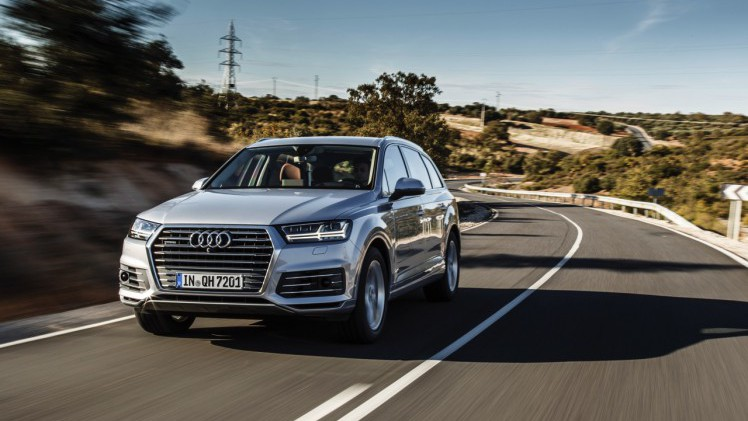 audi q7 autotest audi q7 3 0 tdi e tron baas boven baas. Black Bedroom Furniture Sets. Home Design Ideas
