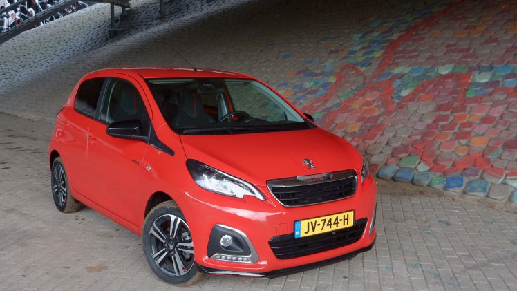 peugeot 108 autotest peugeot 108 gt line het rode. Black Bedroom Furniture Sets. Home Design Ideas