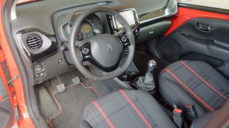 Peugeot 108 autotest peugeot 108 gt line het rode for Interieur peugeot 108
