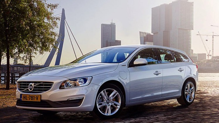 volvo v60 autotest save the best for last volvo v60 d5 twin engine lease edition. Black Bedroom Furniture Sets. Home Design Ideas