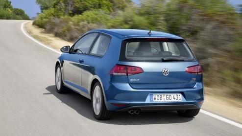 Of het nou echt al nodig was of niet, de Volkswagen Golf is helemaal nieuw. Gebouwd op een nieuw platform is de bestseller van het merk van top tot teen naar de zevende generatie getransformeerd, met